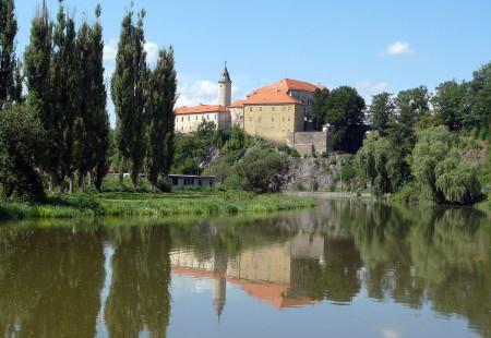 """""""Ledeč nad Sázavou zámek"""" od  Petr Vilgus – Vlastní dílo. Wikimedia Commons."""