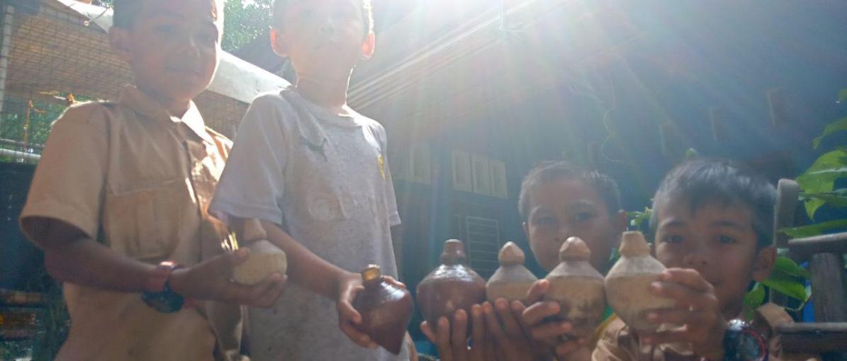 Gasing Masih Mainan Favorit Anak-Anak di Desa Monggak