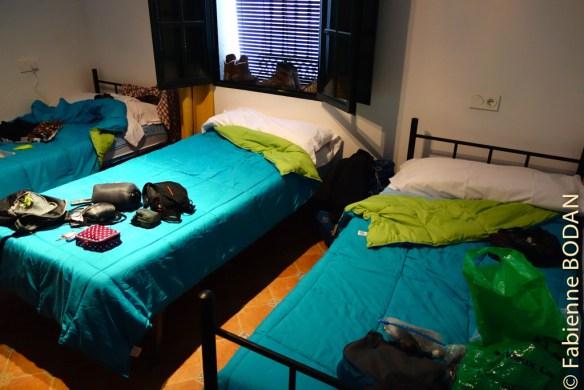 Ici la chambre au rez-de-chaussée pour 3 personnes, avec des lits simples (pas de lits superposés). © Fabienne Bodan