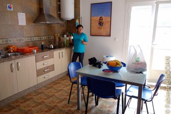 La cuisine-salle à manger très bien équipée permet de se concocter dîner et petit déjeuner réconfortant. © Fabienne Bodan