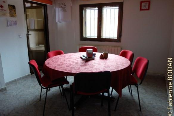 La salle à manger-salon, avec Wifi de bonne qualité pour les pèlerins modernes. © Fabienne Bodan
