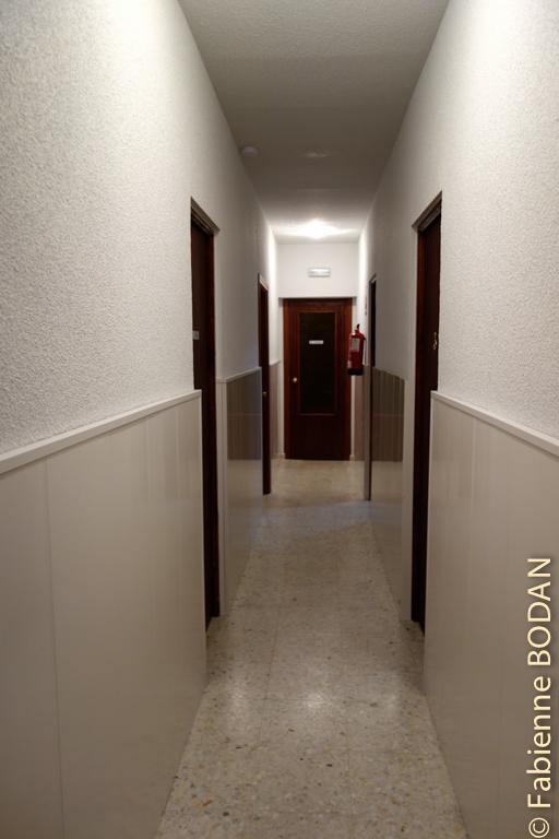 Le couloir qui mène aux chambres. Les pèlerins peuvent dormir au calme. © Fabienne Bodan