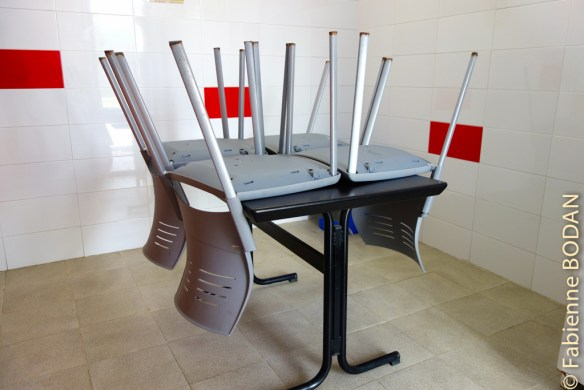 Certes, le matin, les pèlerins se pressent autour de la petite table et ses ' chaises...© Fabienne Bodan
