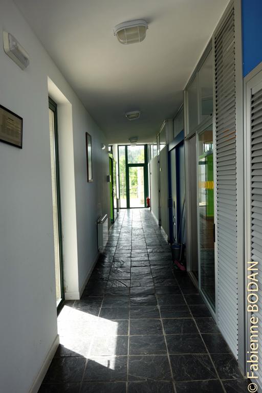 La structure en U du bâtiment explique ces longs couloirs...© Fabienne Bodan