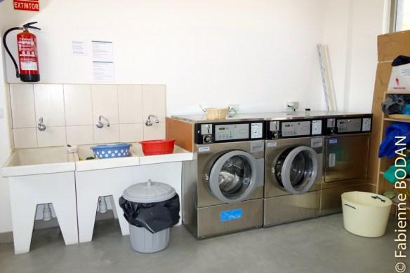 La salle des machines (à laver)...où l'on peut également étendre son linge à sécher...© Fabienne Bodan