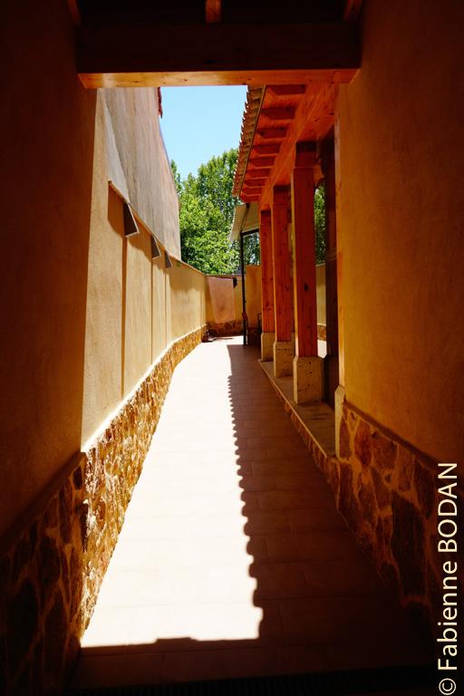 Poussez la porte et suivez l'allée...© Fabienne Bodan