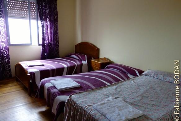 L'appartement dans lequel nous logions comptait 2 chambres 0 3 lits individuels et une chambre avec un lit double...draps et serviettes de toilettes fournis...© Fabienne Bodan