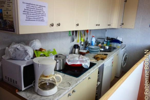 Le coin cuisine, non utilisable par les pèlerins, pour des raisons sanitaires...© Fabienne Bodan