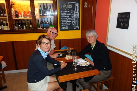 Je retrouve mes amis Dominique et Jean-François de Poitiers qui viennent d'atteindre Santiago. © Fabienne Bodan
