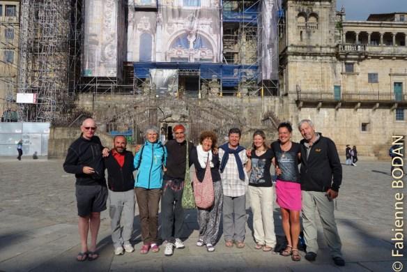 Dans la cathédrale, je me suis écroulée de déception dans les bras de Francisco. Il m'a donné rendez-vous le soir avec toute l'équipe que nous côtoyons depuis Ourense. La tristesse se transforme en joie collective. © Fabienne Bodan
