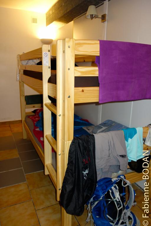 Le dortoir contient 6 lits (3 x 2 lits superposés). © Fabienne Bodan