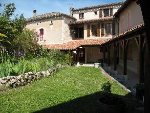 Le déambulatoire du monastère d'Escayrac, © Site internet du monastère