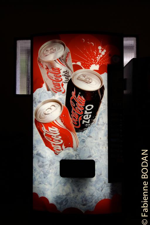 Il y a plusieurs distributeurs de boissons chaudes et froides et d'en-cas © Fabienne Bodan