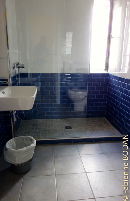 Salle de bain privative avec douche à l'italienne © Fabienne Bodan