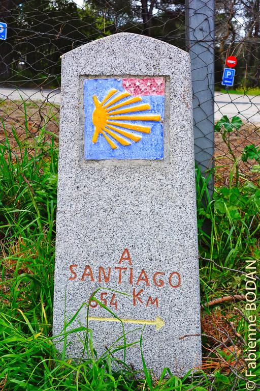 Le première borne kilométrique du Camino de Madrid (il faut y rajouter une quinzaine de kilomètres pour un départ du centre de la capitale espagnole © Fabienne Bodan