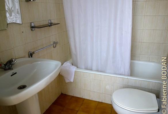 La salle de bains privative. Hostal Puente Romano, Monforte de Lemos, Camino del Invierno © Fabienne Bodan