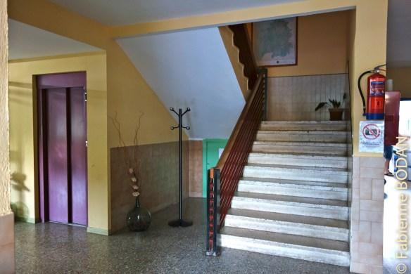 L'entrée du bâtiment. Albergue municipal de Quiroga, Camino del Invierno © Fabienne Bodan