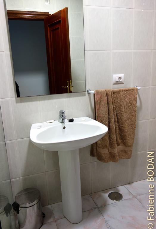 Salle de bains privative. Hostal Carpinteiras à Rodeiro (Camino del Invierno) © Fabienne Bodan
