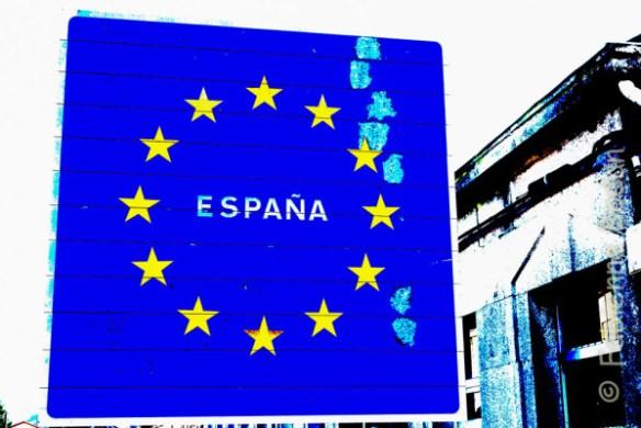 """Tuy, """"bonjour l'Espagne"""". Un pont sépare les deux villes, et les deux pays. Ici, nous entrons en Galice. © Fabienne Bodan"""