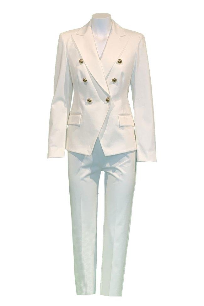 Traje americana y pantalón blanco