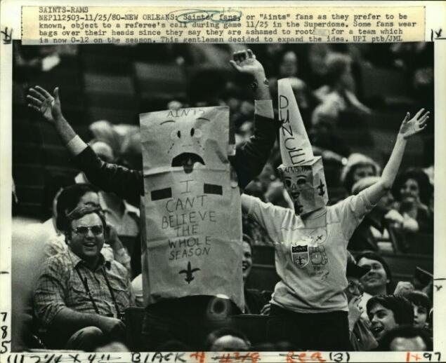 1980-press-photo-new-orleans-saints--saints-fans-or-aints-fans-ceebff31cf24adca