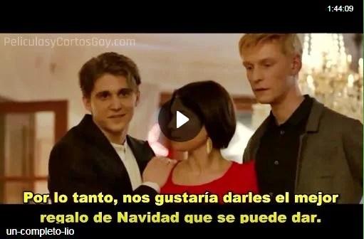 CLIC PARA VER VIDEO Un Completo Lio - Holy Mess - PELICULA GAY NAVIDAD - Suecia - 2015