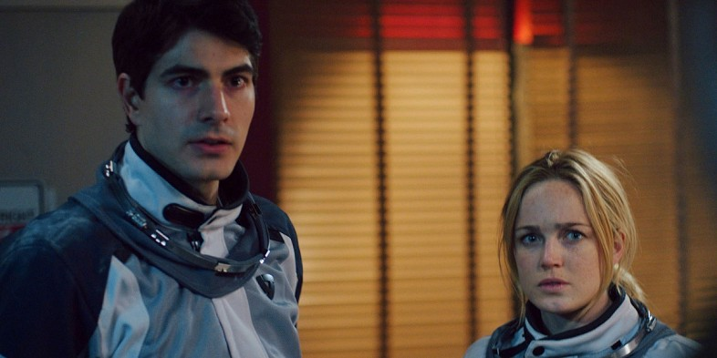 brandon-routh_and_caity_lotz_in_400_Days_image_2