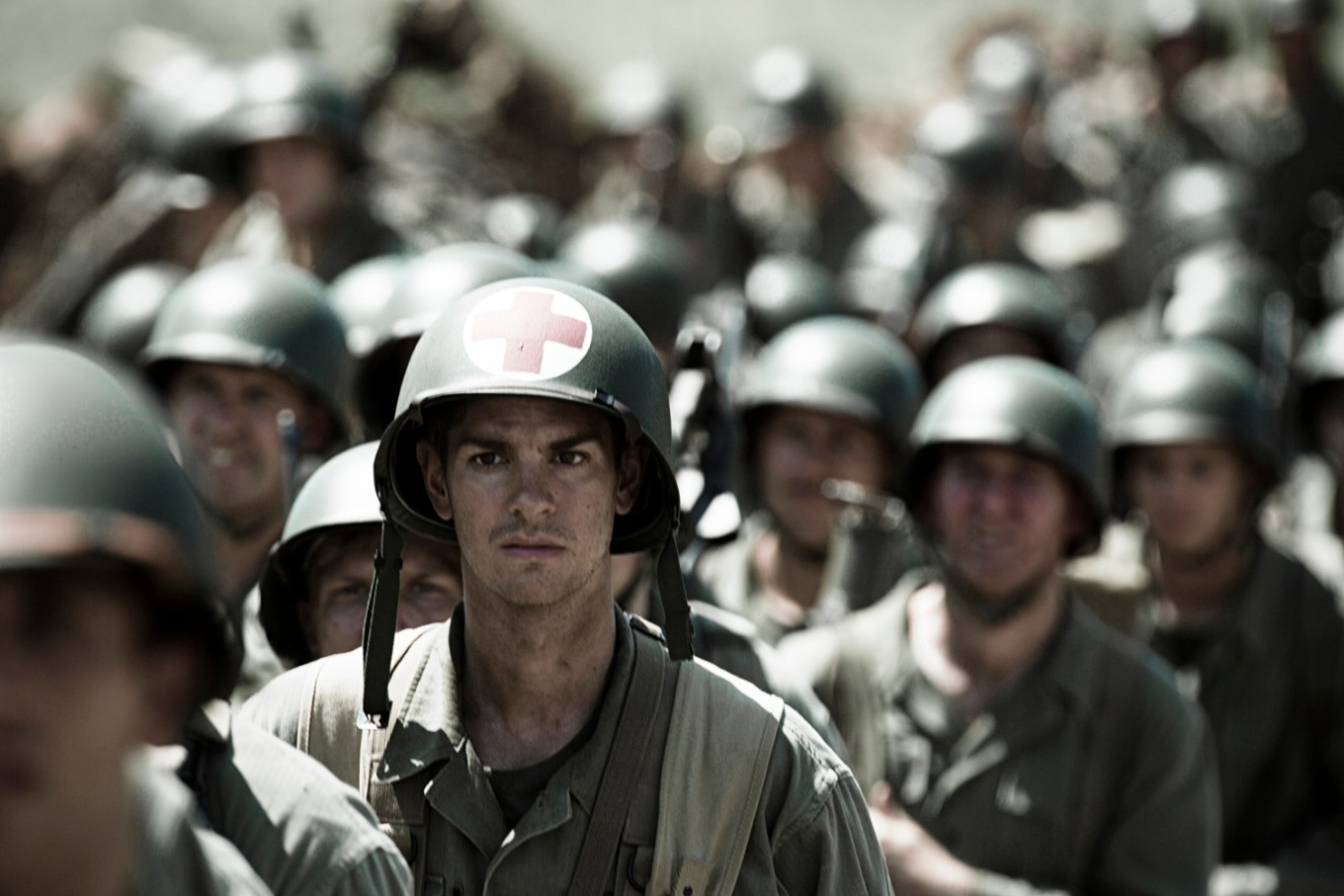 Hacksaw Ridge Tells Of Real Life Soldier Who Saved Lives Unarmed Pelikula Mania