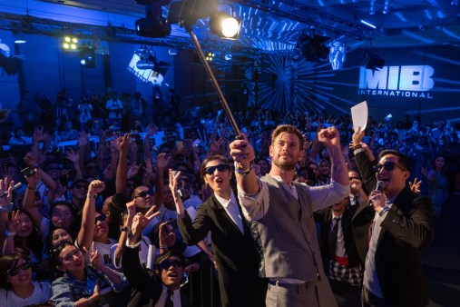DENPASAR, BALI, INDONESIA - MAY 27: Chris Hemsworth takes a selfie with fans at the Men in Black: International Pan-Asian Media Summit Bali on May 27, 2019 in Denpasar, Bali, Indonesia. (Photo by Anthony Kwan/Getty Images for Sony Pictures Entertainment )