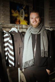 wearing: H&M Trend sweatshirt and business joggers / New Yorker scarf / Kris Van Assche x Eastpak backpak