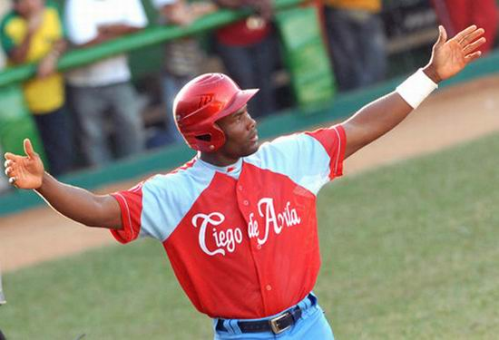 yoelvis-fiss-morales-ciego-avila-beisbol-cuba-foto-marcelino-vazquez.jpg