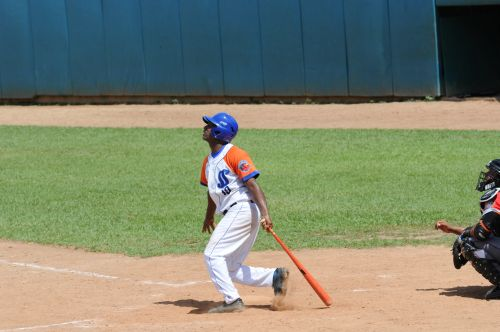 Beisbol-monteagudo-vs-ciego-de-avila-jonron