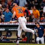 Astros vencen a Rangers en el clásico tejano del béisbol