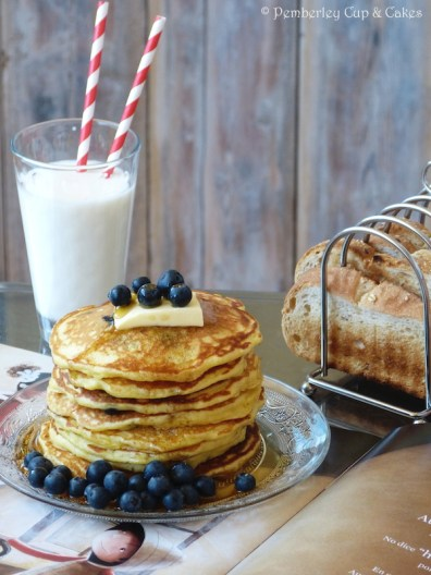 Blueberry Buttermilk Pancakes {Tortitas de Buttermilk con Arándanos}