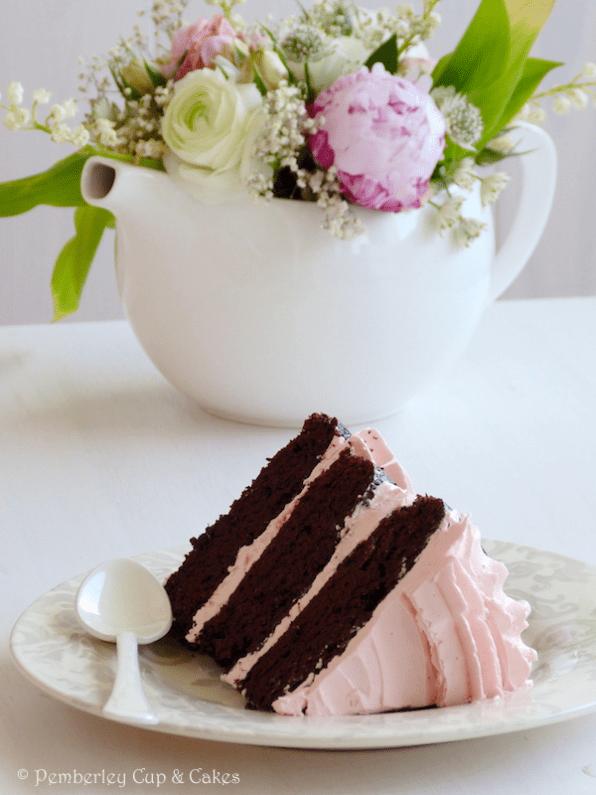 Tarta de Chocolate con Cobertura de Agua de Rosas