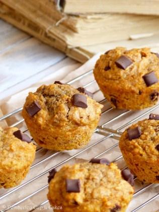 Sugar Free Whole Wheat Chocolate Chunk Pumpkin Muffins {Muffins integrales de calabaza sin azúcar con trocitos de chocolate}