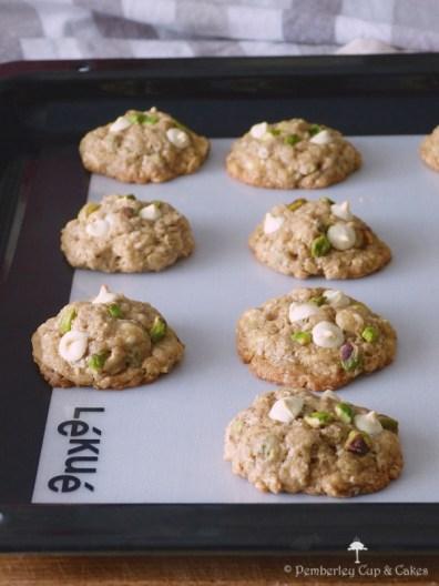 Galletas de avena con chocolate blanco y pistachos