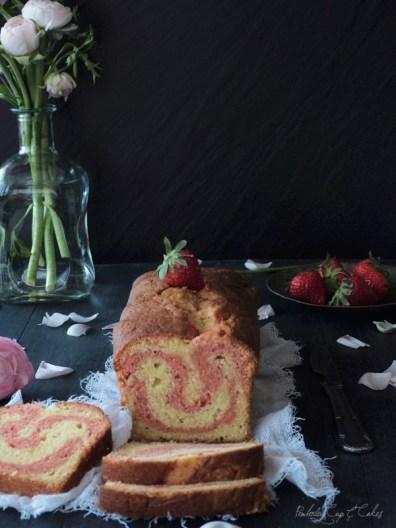 Strawberry Swirl Pound Cake (bizcocho de fresa marmolado)