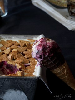 Blueberry Cheesecake Ice Cream {Helado de Cheesecake con Arándanos}
