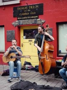 Street musicians - Galway