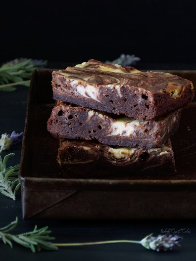 Cheesecake-marbled Brownies