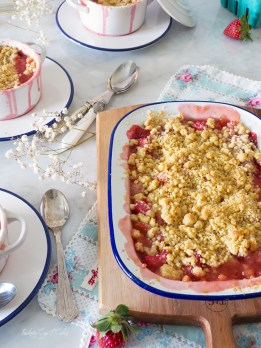 Strawberry Rhubarb Crumble (Crumble de ruibarbo y fresas)