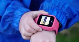 Çocuklar için akıllı telefon özellikli kol saati.