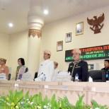 pada saat sedang menyanyikan lagu indonesia raya