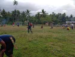 Babinsa Kawadang Ajak Warga Bersihkan Sarana Olahraga