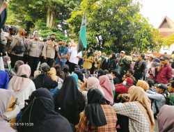 Kawal Proses Hukum Tersangka Pemerkosa, Ratusan Pendemo Kepung Polda Malut