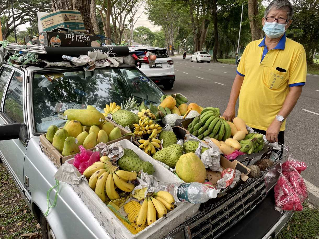 Uncle selling fruits from the car in Penang
