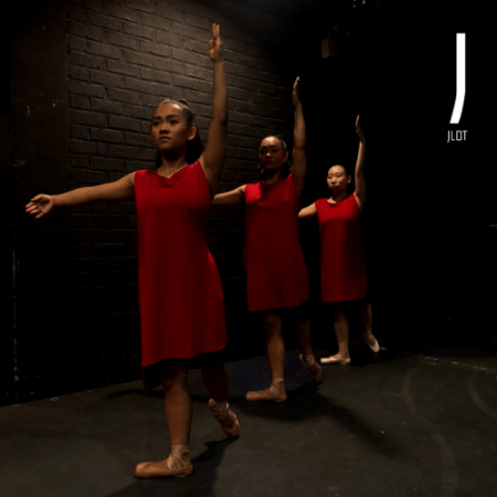 Contemporary Ballet en pointe by Jet Leang Dance Theatre