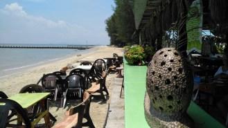 Frandy beach dining
