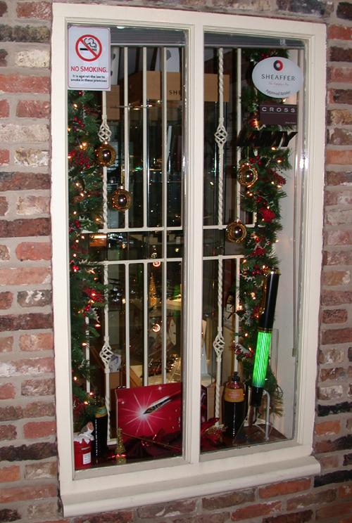 Christmas window display with illuminated Pelikan Souveran pen.
